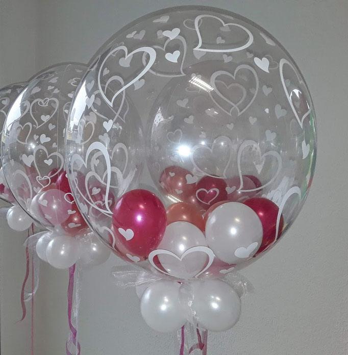 Eine neue und einzigartige Idee: mit kleinen Ballons gefüllte Bubbledekorationen.
