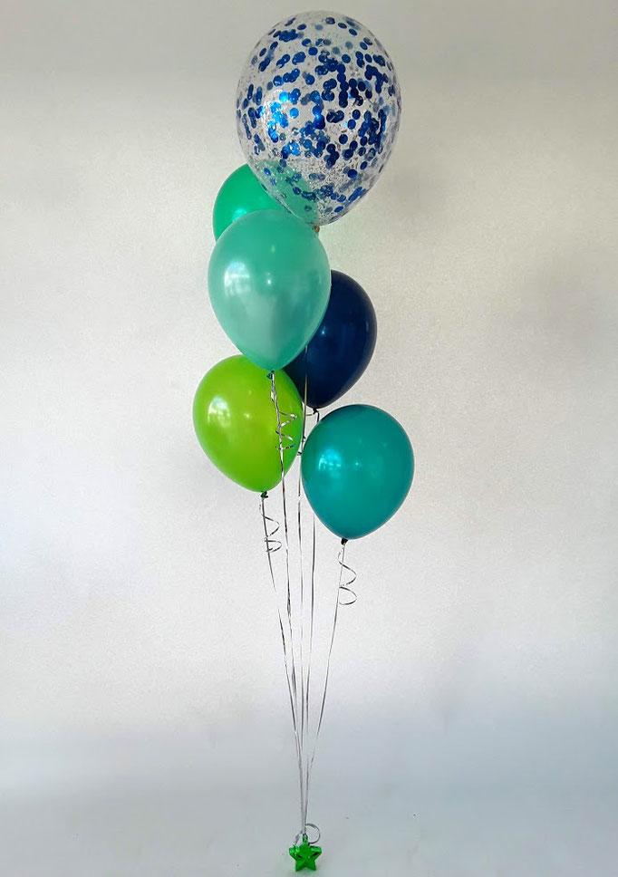 Ballonstrauß in grün-blau mit tollem Konfettiballon als Topping. Befestigt an einem Sterngewicht.