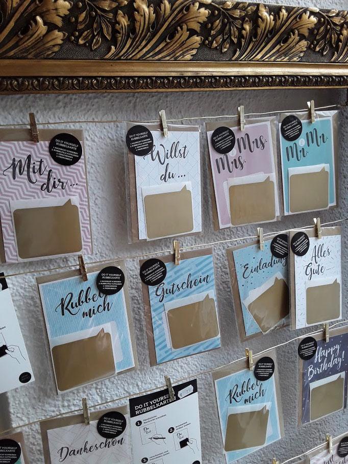 Detailansicht der Rubbelkarten. Sie schreiben Ihre Nachricht oder den Gutschein und kleben die Folie drüber. Der Beschenkte muss die Message freirubbeln.. Geschenkkarten und Glückwunschkarten für Hochzeit, Geburtstag, Geburt, saisonalen Anlässen...