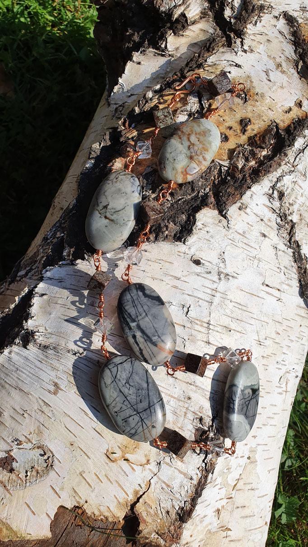 Picassojaspis, Bergkristall und Achat auf Kupfer, anlaufgeschützt,  52cm lang     €73