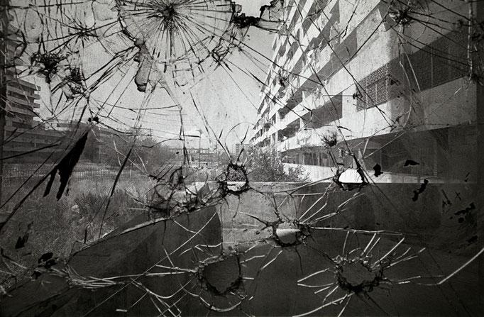 Francesco Cito - Un finestrone_quartiere Scampia. Napoli 2000