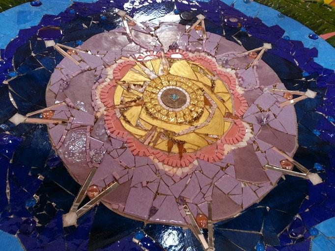 """""""Christus als Sonne"""" Zentrum des Glasmosaiks in der Aussegnungshalle Stadelhofen von Roswitha Farnsworth"""