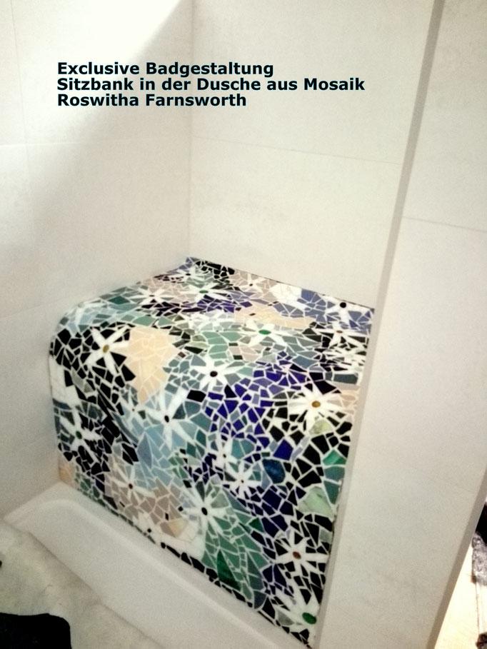 Sitzbank in der Dusche, Mosaik Roswitha Farnsworth