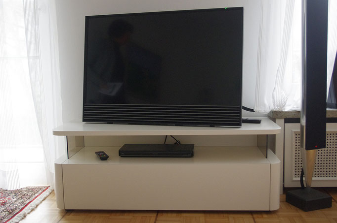 """TV Möbel mit """"runden Ecken"""""""