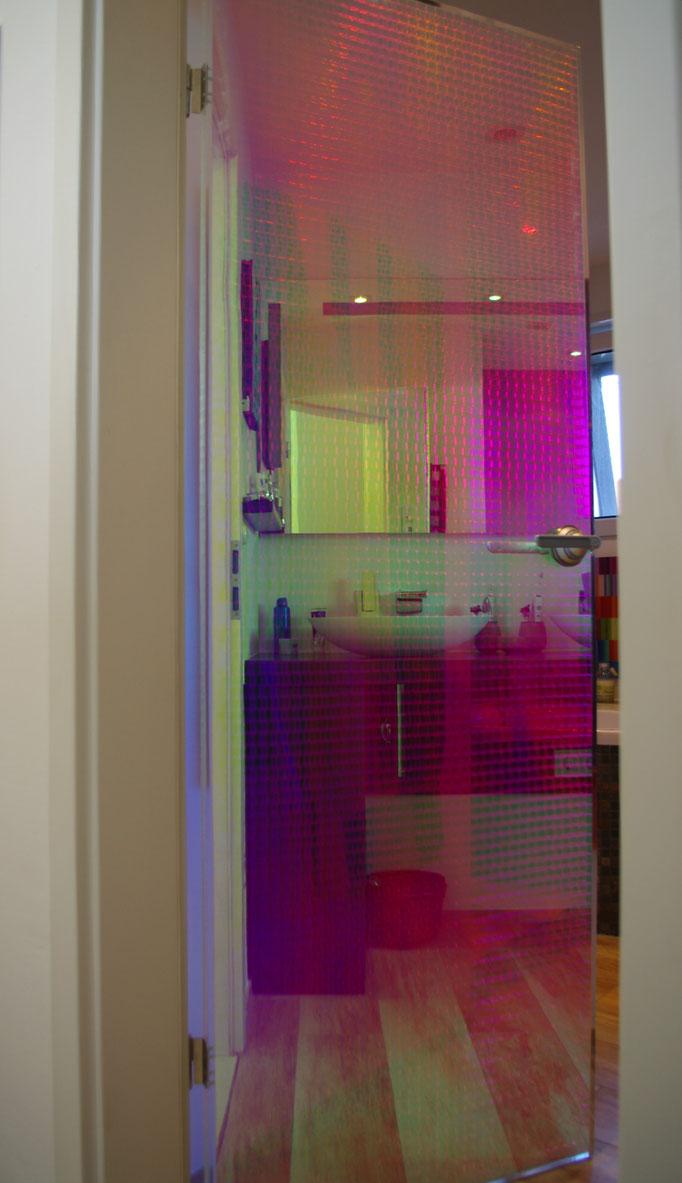 Badezimmertüre Cella Disco - ja, sie ist durchsichtig.