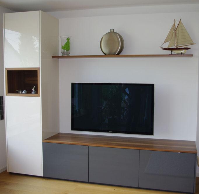 Wohnzimmermöbel mit Wandnische für das TV Gerät