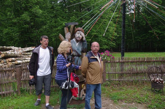 Il faut faire des voeux  autour de certaines sculptures, ; hélas pas de camping car neuf !