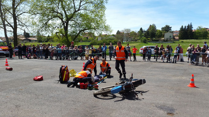 Simulation d'accident et intervention par les Pompiers de Saint PAulien