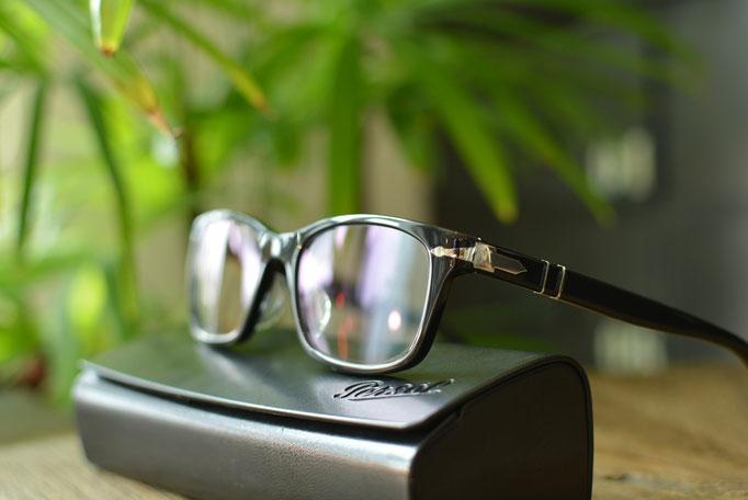 ①フレーム:Persol C-95 税抜32,000円 レンズ:Ito Lens アクロライト1.60薄型オーダーメイド内面非球面レンズ 税抜17,000円 仕上がり価格 税抜49,000円