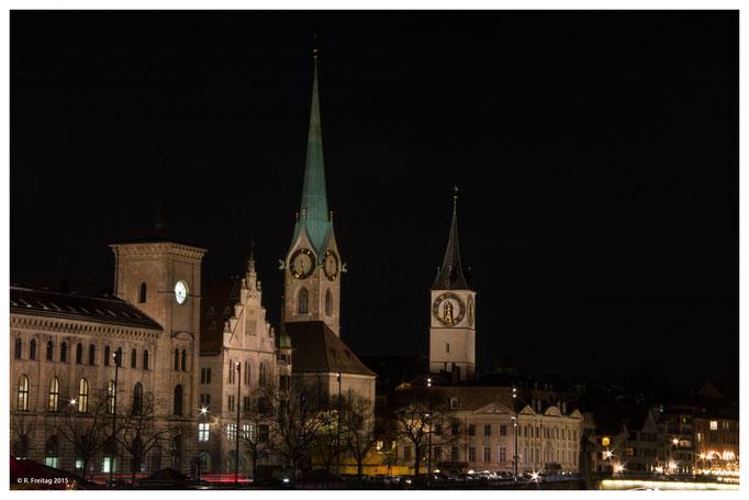 Fraumünster und im Hintergrund die St. Peterskirche (1310)