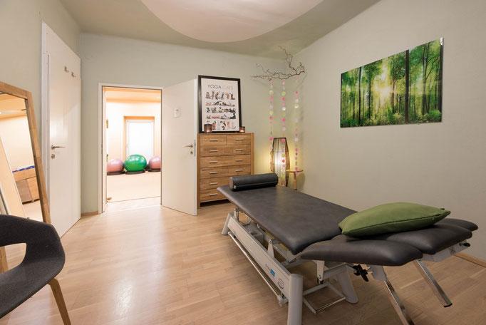 Dieser Behandlungsraum ist direkt mit dem Lebensraum verbunden und wir können direkt von der Behandlung in die Aktion treten.