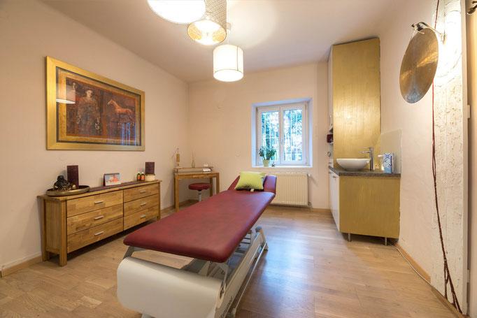 """Stilvoll eingerichtete Praxisräume erwarten Dich in der """"Physiotherapie in der Gnigl""""."""