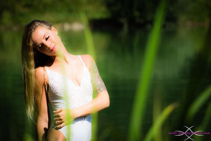 Alina genießt die Sonnenstrahlen