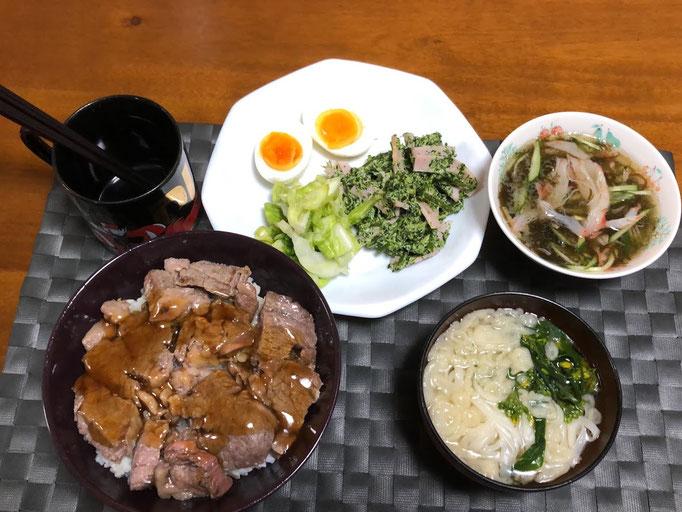 3月28日土曜日、Ohana夕食「ビフテキ丼、ブロッコリーとハムのサラダ、もずく酢、ゆで卵、キャベツ塩ダレ、うどん少々」