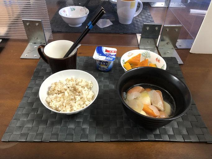 3月15日月曜日、Ohana朝食「ポトフ(じゃがいも、人参、玉ねぎ、ウインナー)、かぼちゃの煮物、ヨーグルト」