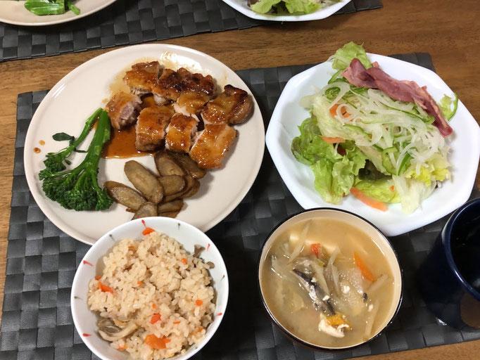 1月10日金曜日、Ohana夕食「照り焼きチキン、ごぼうの炒め煮、ゆでスティックセニョール、生野菜(サニーレタス、人参、大根、玉ねぎスライス)、舞茸ご飯、みそ汁(ごぼう、人参、、大根、とうふ)」