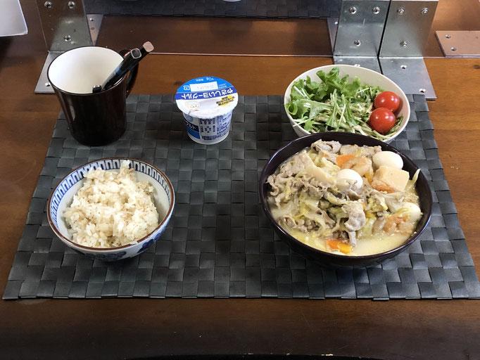 1月10日日曜日、Ohana朝食「野菜たっぷりのちゃんぽん、サラダ(水菜、グリーンリーフ、プチトマト)、ヨーグルト」