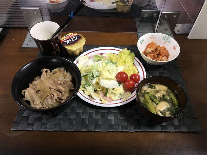 3月14日日曜日、Ohana夕食「豚丼、サラダ(白菜、きゅうり、ハム、サニーレタス、プチトマト)、みそ汁(かき菜、油揚げ)、キムチ、プリン」