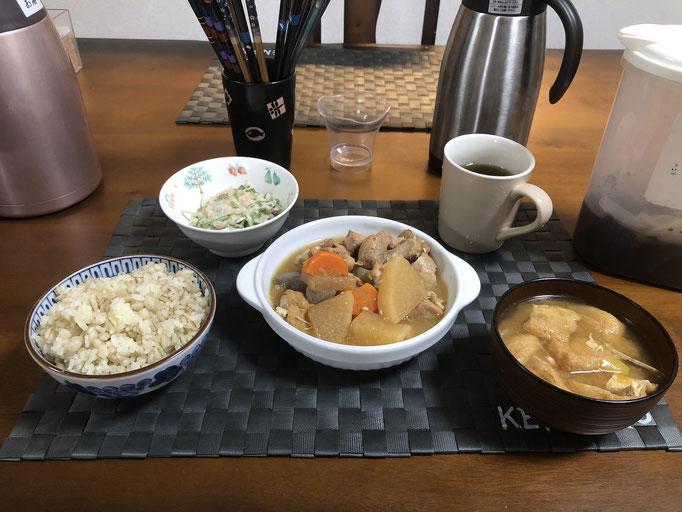 1月24日金曜日、Ohana夕食「鳥と大根の煮物(人参厚揚げ、生姜)、サラダ(水菜、ツナ)みそ汁(油揚げ、ねぎ)」