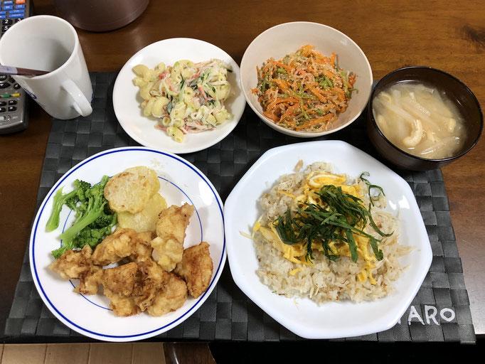 6月3日水曜日、Ohana夕食「とり天とジャガイモのパン粉ソテー(ゆでブロッコリー添え)、白たきと絹さやと人参の明太子炒め、マカロニサラダ(きゅうり、カニカマ、)、みそ汁(大根、油揚げ)、鯵の干物ごはん」