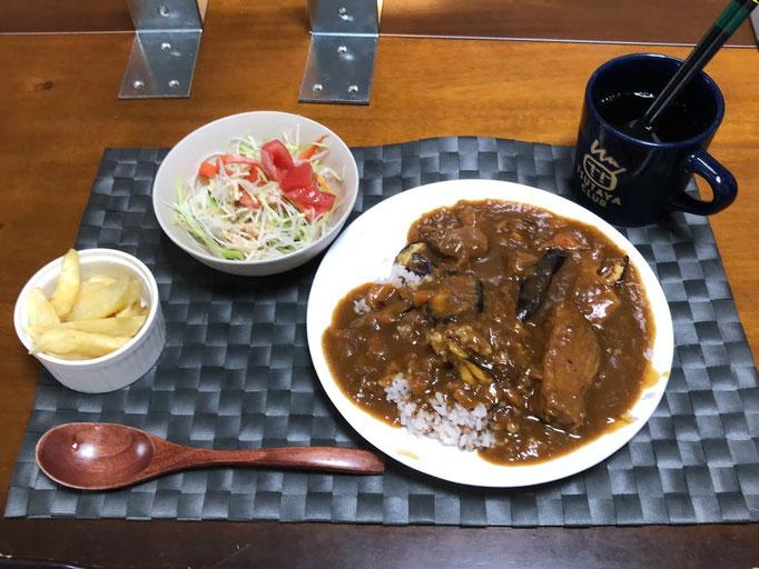 7月11日土曜日、Ohana夕食「ポークカレー、フライドポエテト、大根サラダ」