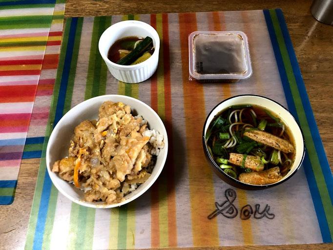 8月6日火曜日、Ohana朝食「天丼、きざみそば、きゅうりオニオンピクルス、もずく酢」