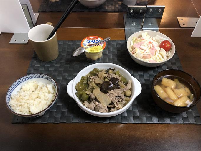 8月13日木曜日、Oahana夕食「ピーマンとナスみそ炒め(豚肉、ねぎ、玉ねぎ、生姜)、サラダ(白菜、カニカマ、ハム、プチトマト)、みそ汁(ねぎ、油揚げ)、プリン」