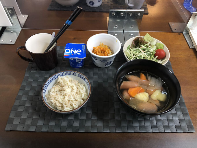 10月12日月曜日、Ohana朝食「ポトフ、サラダ(水菜、サニーレタス、プチトマト)、切り干し大根、ヨーグルト」