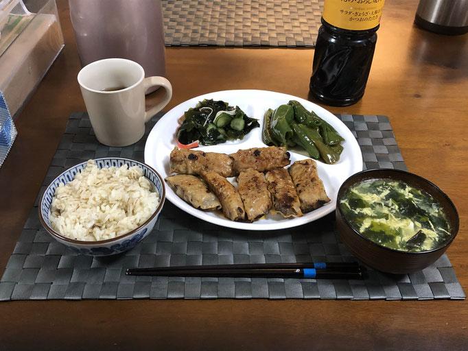 3月15日日曜日、Ohana夕食「餃子、ピーマンの炒め物、酢の物(わかめ、カニカマ、きゅうり)、中華スープ(ワカメ、ニラ、玉子)」