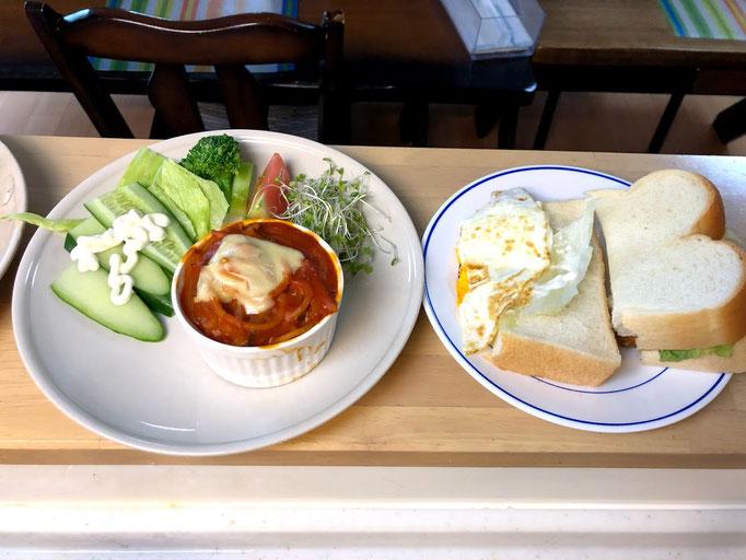7月27日土曜日、Ohana朝食「スパグラタン、サラダ(レタス、ブロッコリ、ブロッコリスーパースプラウト、きゅうり)、トースト(いわし揚げ照り焼き、卵照り焼き)、ポタージュスープ、ヨーグルト」