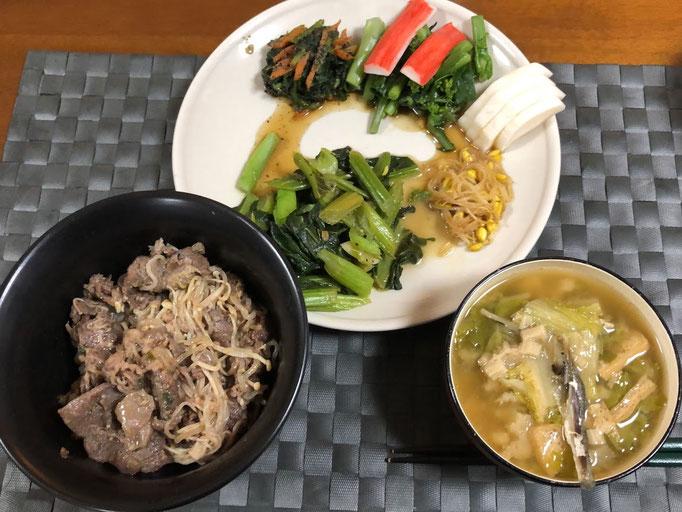 2月9日日曜日、Ohana夕食「プルコギ丼、みそ汁(白菜、ねぎ、油揚げ)、小松菜のガーリック炒め、紅苔菜のお浸し、カニカマ、豆もやし中華風炒め、春菊と人参の胡麻和え」