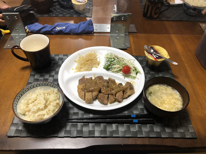 9月24日木曜日、Ohana夕食「ガーリックペッパーポークソテー、サラダ(水菜、ツナ、プチトマト)、玉子スープ、もやしナムル、プリン」