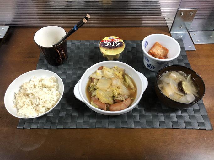4月11日日曜日、Ohana夕食「ウインナーと白菜のアヒージョ、みそ汁(玉ねぎ、ナス、油揚げ)、キムチ、プリン」