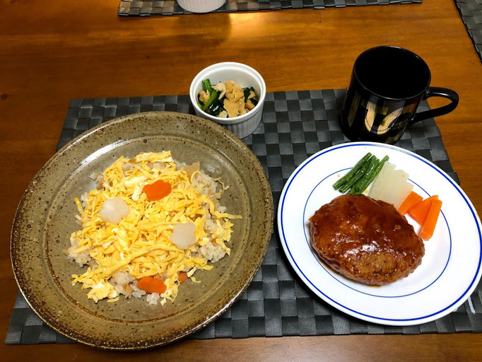 1月6日月曜日、Ohana夕食「五目ちらし寿司、煮込みハンバーグ、油揚げとニラのいため煮」