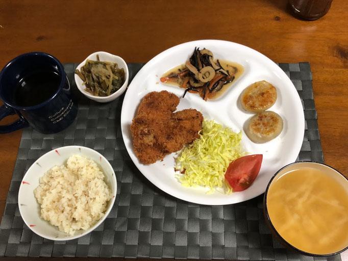 3月29日日曜日、Ohana夕食「豚カツ、藍まんじゅう、ひじき煮、紅芋海苔酢みそ和え、みそ汁(大根)