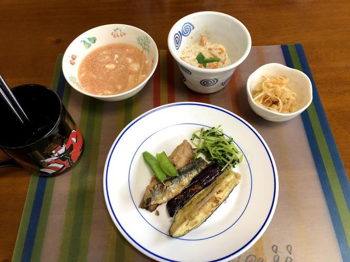 5月15日水曜日、Ohana夕食「イワシ、茄子の竜田揚げ、豆腐えのきの明太子スープ、豆苗のおひたし、はりはり漬け、人参の白和え、ご飯、味噌汁」