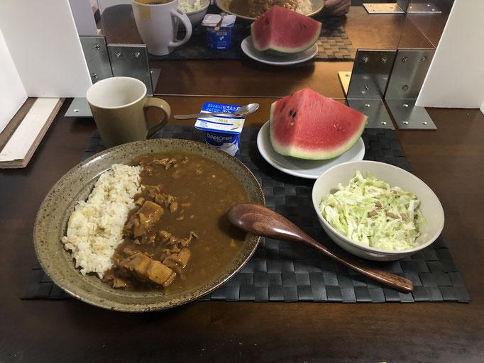 8月30日日曜日、Ohana夕食「カレーライス、納豆コールスロー、スイカ、ヨーグルト」