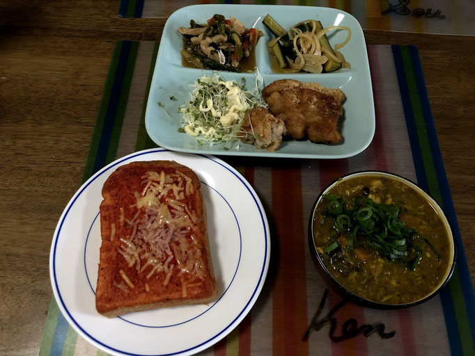 8月5日月曜日、Ohana朝食「鶏南蛮揚げ(線きゃぺつ添え)、青椒肉絲、きゅうりオニオンピクルス、ピザトースト、クロワッサン、サバカレースープ」
