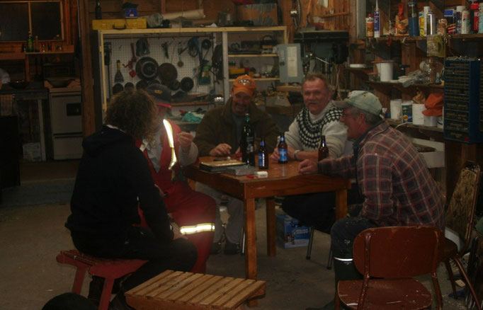 LUSTIGER ABEND IN DER ALTEN WERKSTATT NACH DEM LECKEREN FISCH & CHIPS - DINNER