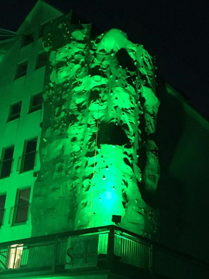 Der äußere Kletterturm im DAV-Grün. Leider gibt es so etwas dann an der neuen Halle nicht mehr