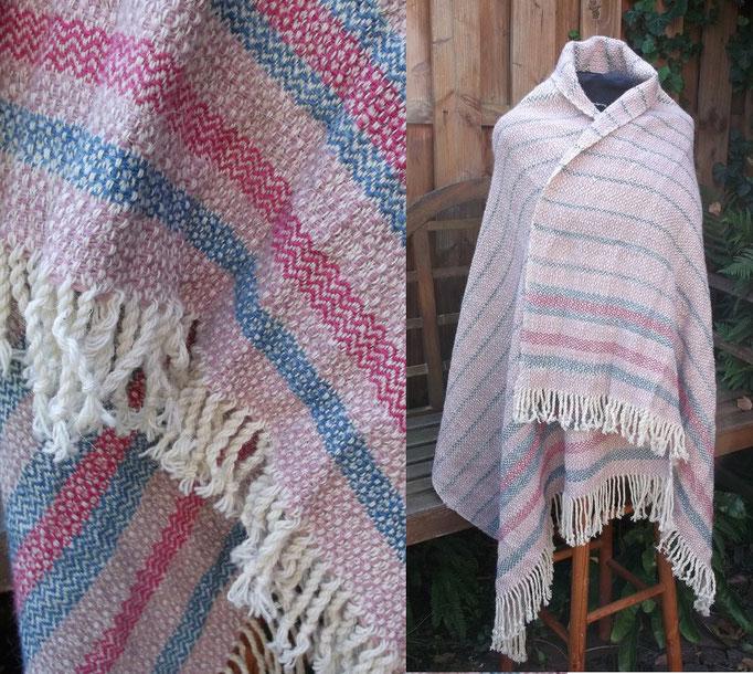 Schultertuch in Rosettenköper aus Wolle, pflanzengefärbt