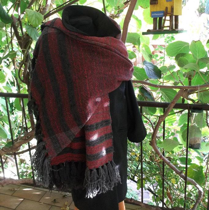 feines Schultertuch mit Seidenanteil, auch als Schal zu tragen