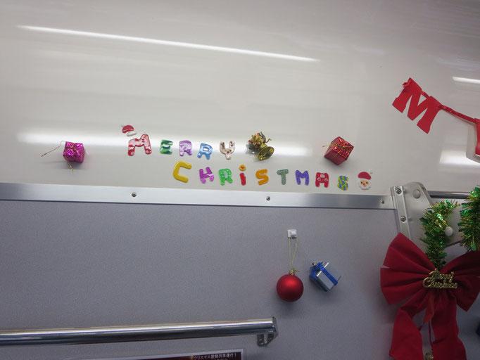 クリスマス列車の車内装飾