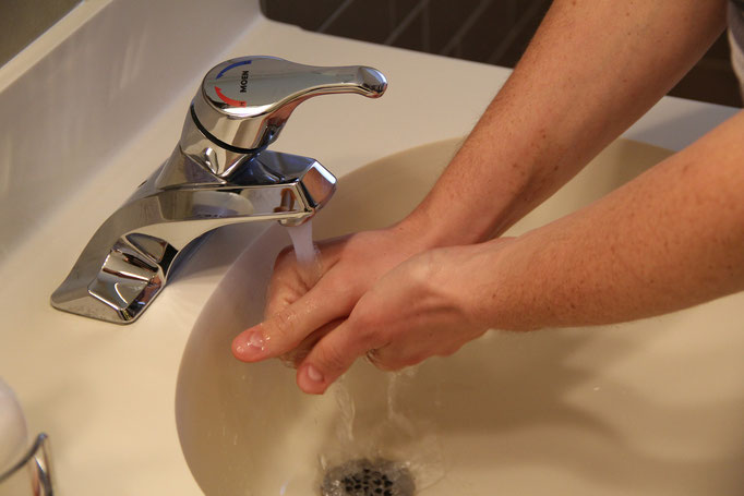 Waschzwang, Hände waschen