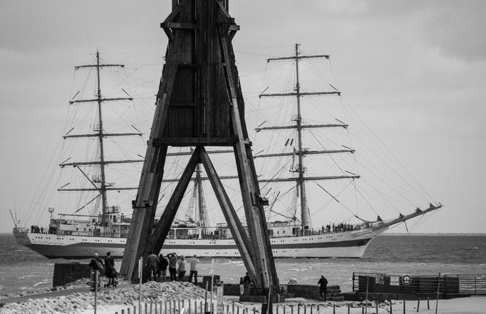Kugelbake und Segelschulschiff Mir