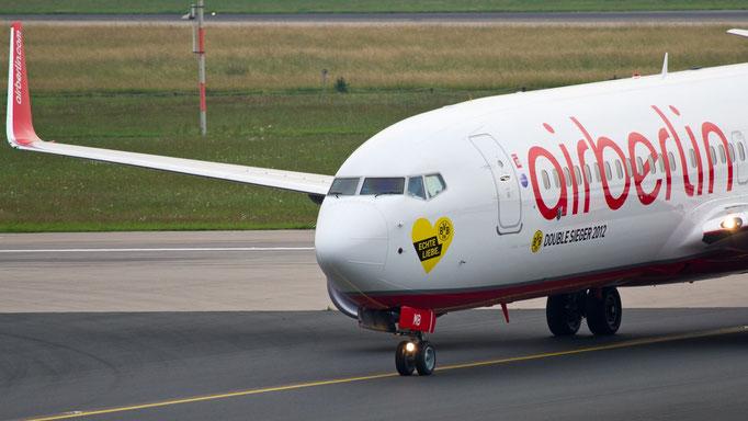 """Borussia Dortmund - """"Echte Liebe"""" """"Double Sieger 2012"""" - Air Berlin Boeing 737-86J D-ABMB"""