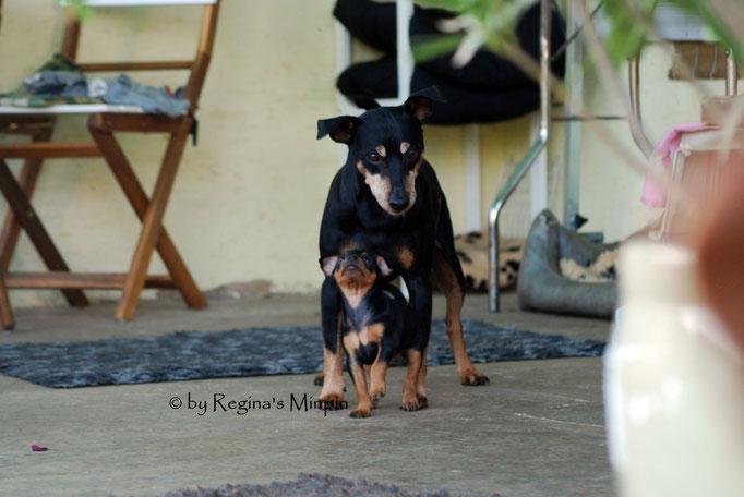 Onkel Remo wacht immer über sie, Mami Conny kann sich auf ihn verlassen.