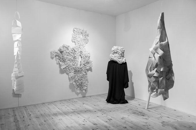 """Ausstellungsansicht """"Wortgewand"""", Galeriek34, Raum2, Fotografin Stefanie Kohr"""