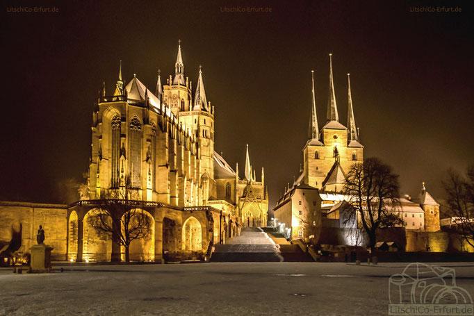 Winterlicher Domplatz mit dem Erfurter Dom