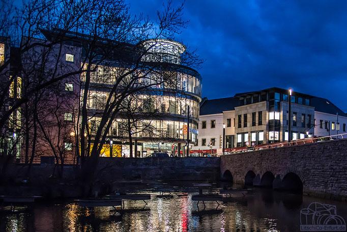 Breitstrom an der Schlösserbrücke in Erfurt bei Nacht